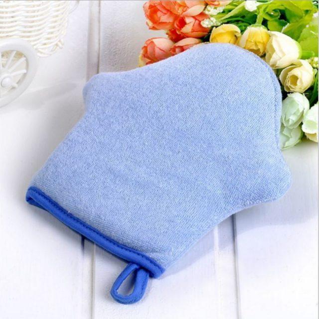 Esponjas de bebés hechas de algodón para el baño