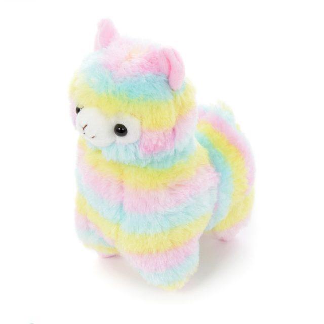 Lindo peluche de alpaca de color arco iris